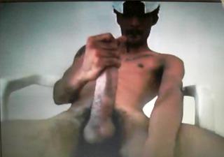 darksome lad jerks his huge weenie on cam