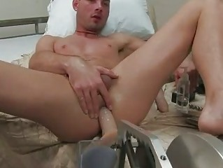 slutty gay dude dildoes his constricted wazoo
